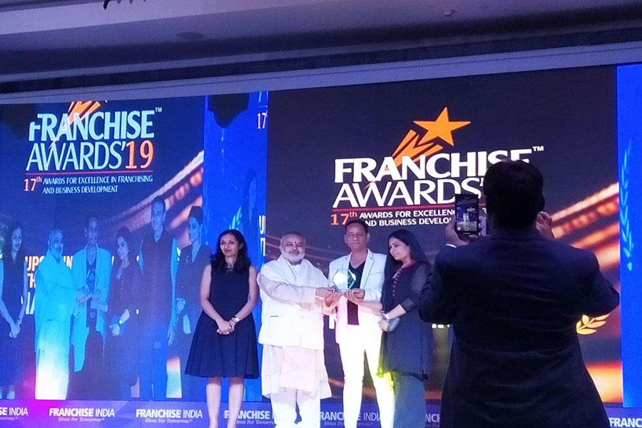 Brahmachari Girish Ji presenting awards at FRANCISE INDIA 2019 award ceremony to winners in different categogries, New Delhi