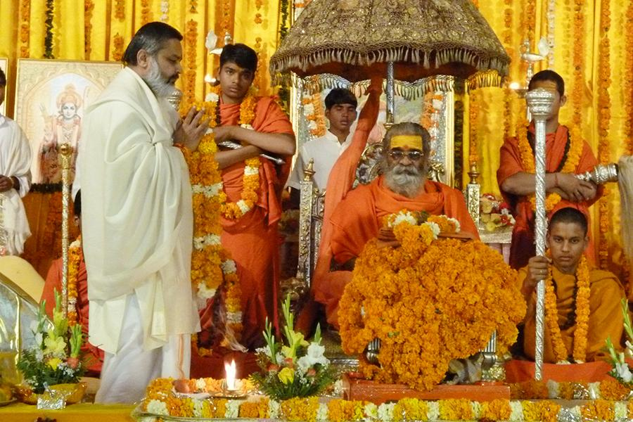 Brahmachari Girish Ji is performing aarti during Atirudrabhishek on 11 Feb. 2012 at Brahmsthan of India