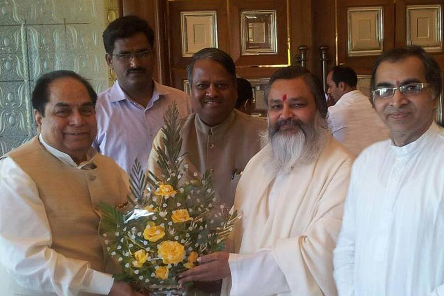 Brahmachari Girish Ji has paid a visit to His Excellency The Governor of Bihar Shri D. Y. Patil in March 2014..