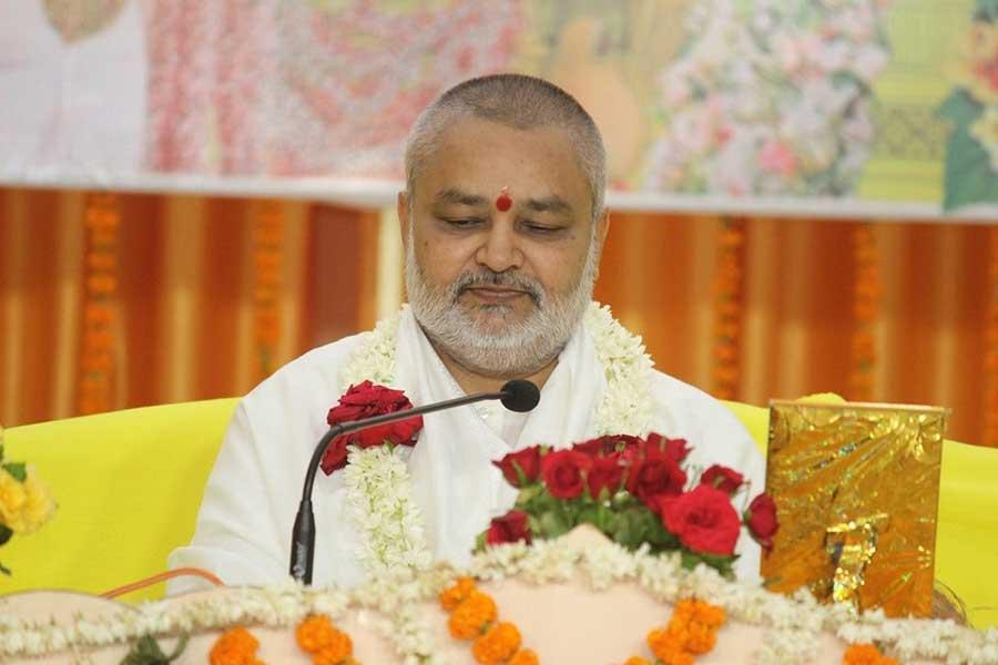 Brahmachari Girish Ji addressing the audience on the auspicious occasion of Shri Guru Purnima Celebration on 15th July 2019 at Maharishi Vidya Mandir Ratanpur Campus Bhopal.