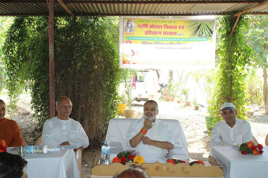 5 days Maharishi Vedic Organic Agriculture Training Programme was organised by Maharishi Institute of Skill Development and Training at Keerat Nagar, Bhojpur area for farmers. Prof. I S Huda, a senior scientist from Hissar Haryana has conducted the programme with local faculty.
