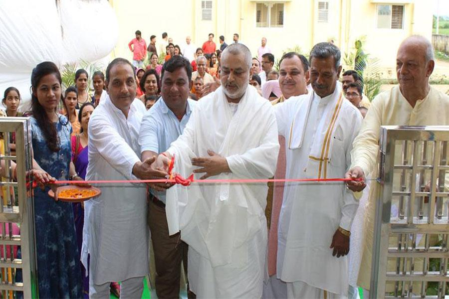 Brahmachari Girish Ji cutting the ribbon during inauguration ceremony of Maharishi Institute of Skill Development and Training (Maharishi Kaushal Vikas avam Prashikshan Sansthan - महर्षि कौशल विकास एवं प्रशिक्षण संस्थान). MISDT started its first course in tailoring at Maharishi Gandharva Ved Bhavan, Bhojpur Road, Bhopal