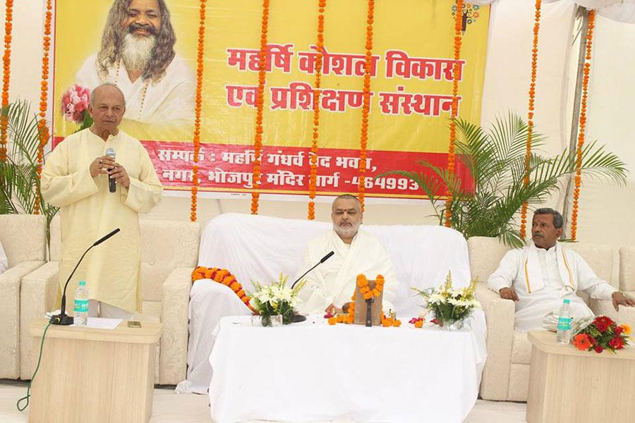 Shri VR Khare Ji addressing the audience during inaugural ceremony of Maharishi Institute of Skill Development and Training (Maharishi Kaushal Vikas avam Prashikshan Sansthan.
