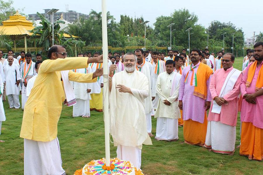 Flag hoisting ceremony was performed by Brahmachari Girish Ji during Indian Independence Day celebration at Swami Brahmanad Saraswati Ashram, Chhan, Bhojpur Road, Bhopal. National Anthem was sung by all present, Vedic Rashtra Sukta was chanted by Vedic Pundits and the atmosphere has resounded with the slogans of Vande Matram and Bharat Mata ki Jai.