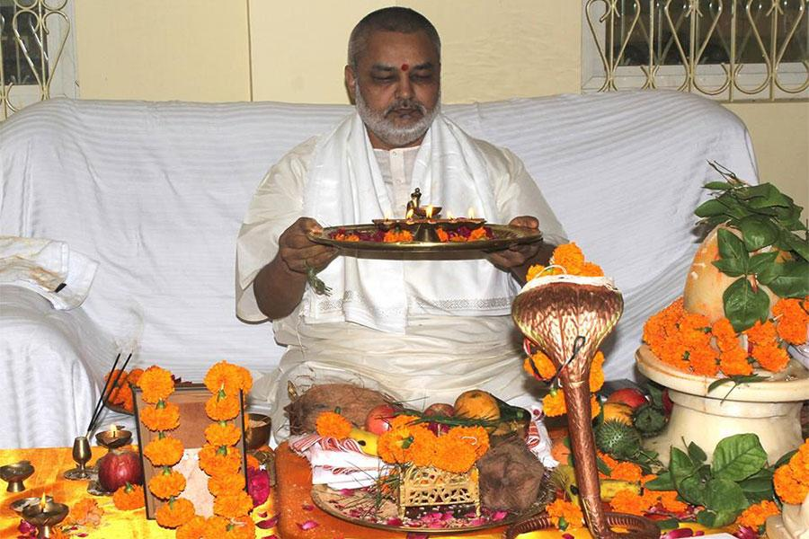 Brahmachari Girish Ji performing Rudrabhishek Aarti at Maharishi Gandharva Ved Bhawan, Bhopal in presence of Vedic Pundits and members of Maharishi Organisation on last Shravan Somwar, 20th August 2018