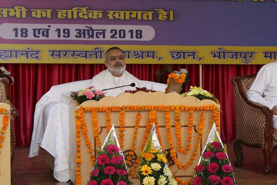 Brahmachari Shri Girish Chandra Varma Ji is performing Shri Gurudev Pujan on the occasion of celebration of Akshya Tritiya at Maharishi Utsav Bhawan, Gurudev Brahmanand Saraswati Ashram Bhopal