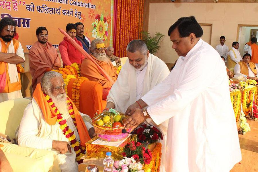 All Pujya Saints were welcomed and honoured with Garland, Shawl, Shriphal, Sweets, Fruits and Gifts by Brahmachari Shri Girish Ji and Shri Ajay Prakash Shrivastava Ji during Maharishi Birth Centenary Year Fulfillment Celebration Bhopal