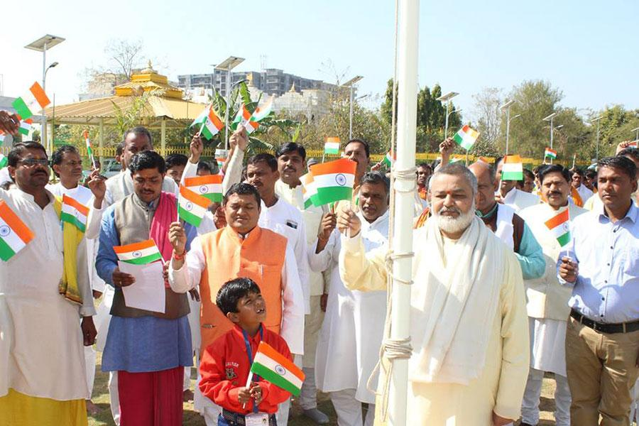 Brahmachari Shri Girish Ji has hoisted Indian Flag with Vedic Pundits and Members of Guru Dev Brahmanand Saraswati Ashram Bhopal