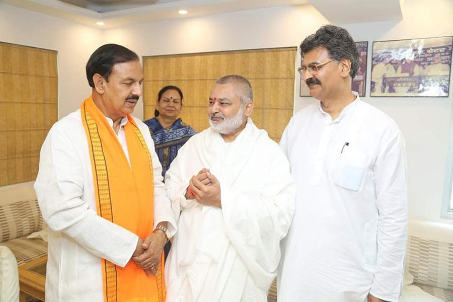 Brahmachari Girish Ji has visited Honourable Dr. Mahesh Sharma Ji and greeted him for his victory and grand victory of BJP and NDA.